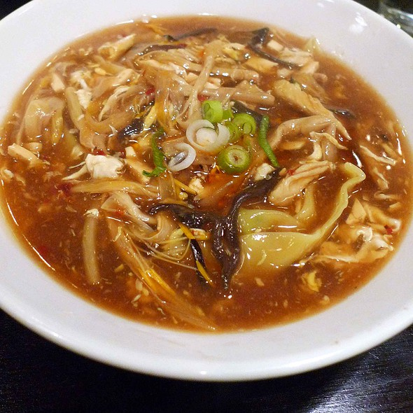 Wontons in Hot & Sour Soup @ Fung Bar & Restaurant