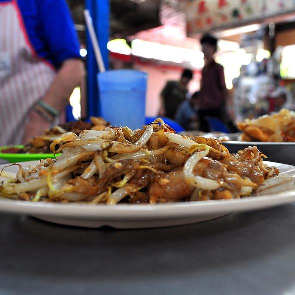 Char Koay Teow @ batu lanchang market food court