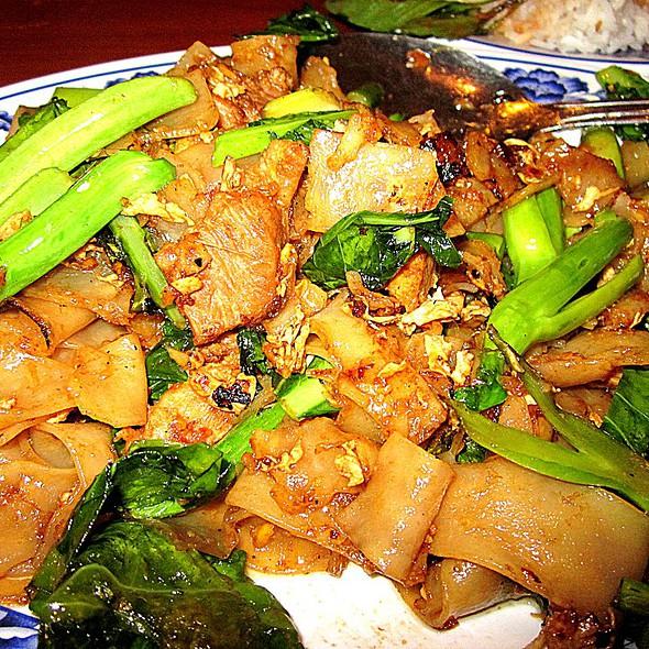 Pad See Eew (chicken) @ Thai Nakorn Restaurant