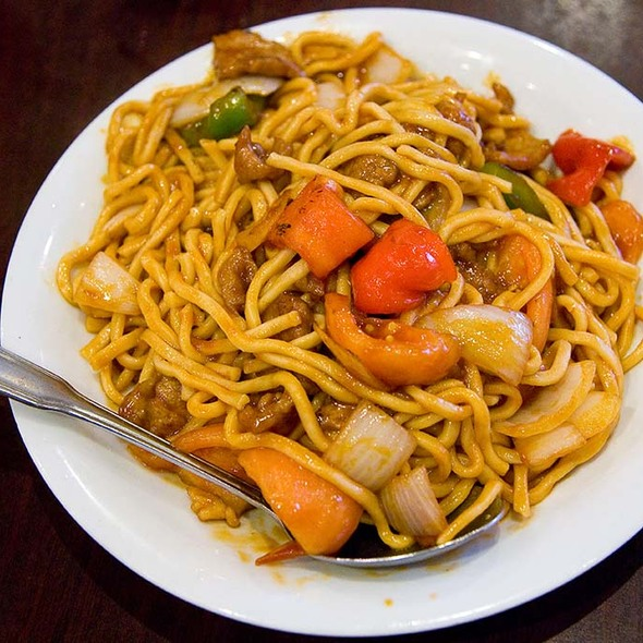 Tomato Beef Chow Mein @ Chef's Experience China Bistro