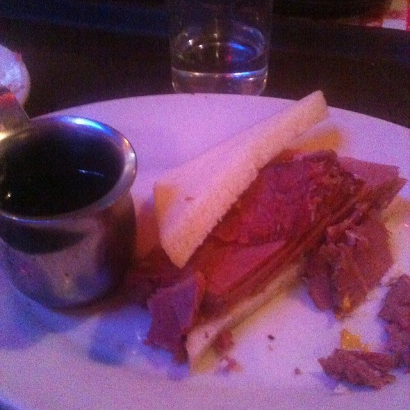 Corned Beef Sandwich @ Tommy's