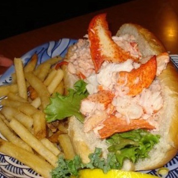 Lobster Roll (Sandwich) @ Warren's Lobster House