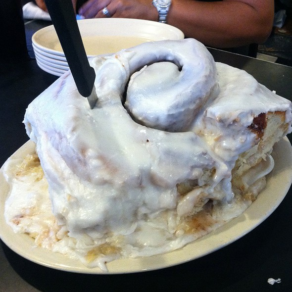Giant Cinnamon Rolls @ Lulu's Bakery & Cafe