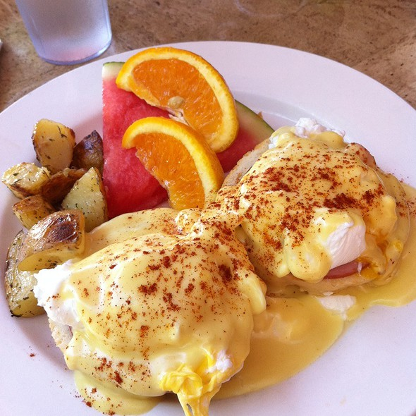 Eggs Benedict @ Gallup Cafe