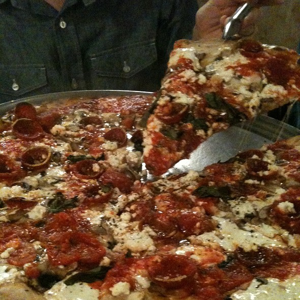 Pizza With Pepperoni, Ricotta Cheese, And Mushrooms at Grimaldi's ...