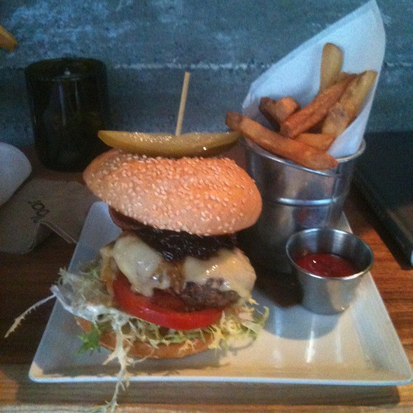 Burger with fries - Spoonbar - h2hotel, Healdsburg, CA