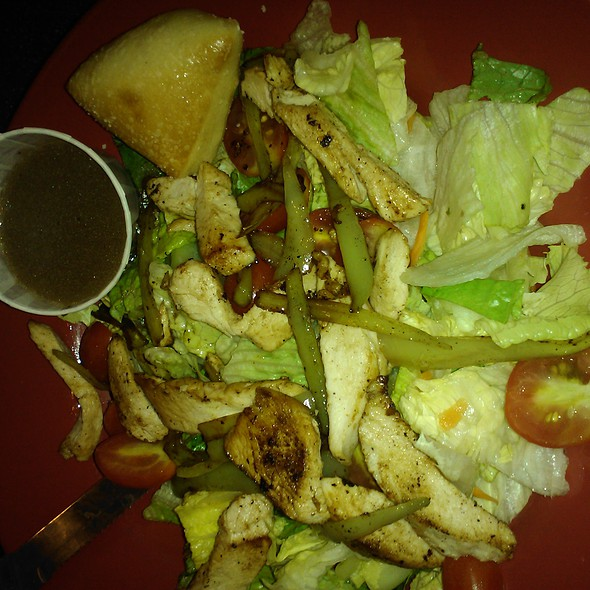 Hot banana pepper grilled chicken salad @ Vincent's of Greentree