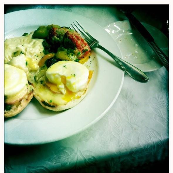 Eggs Benedict @ Le Central