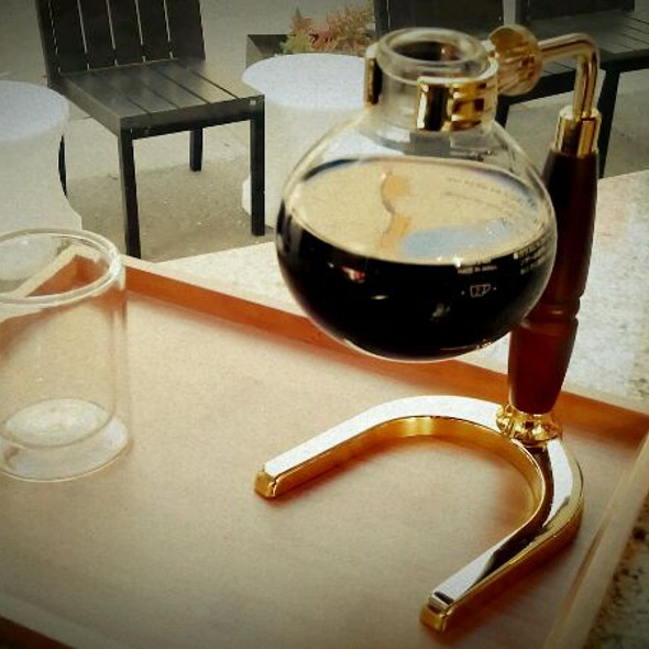 Siphon Coffee @ Demitasse