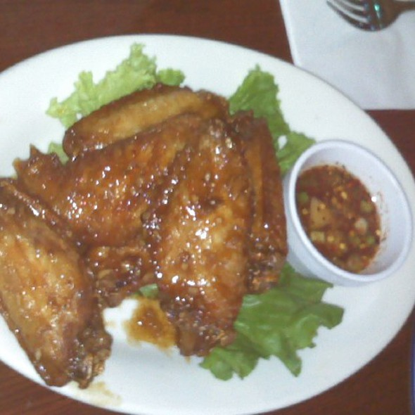 Crispy Wings with Garlic @ King of Thai Noodle