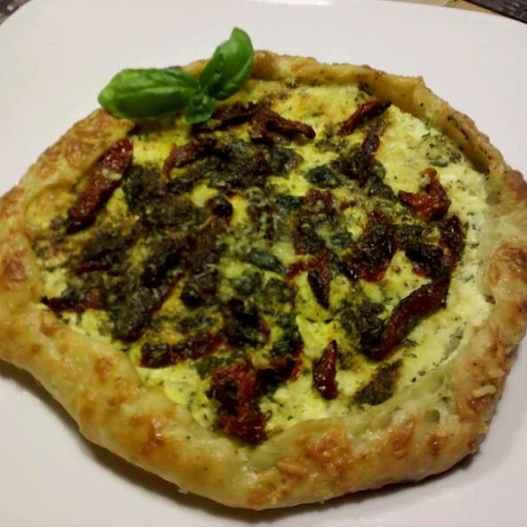 Sun Dried Tomato & Pesto Tart @ Lucy's Kitchen
