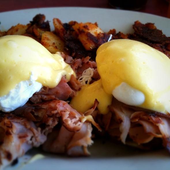 Eggs Benedict @ Lucile's