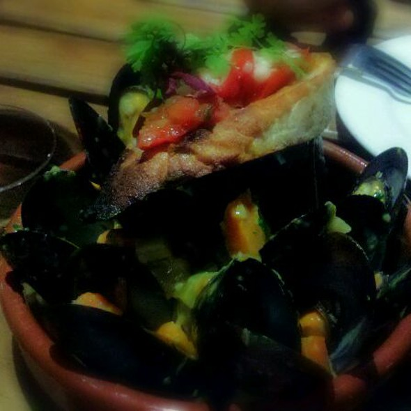 New Zealand Mussels w/ Yellow Curry Sofrito  @ The Barrel