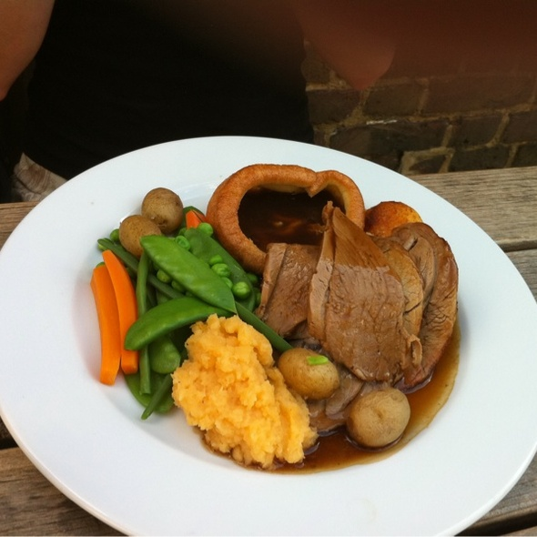 Lamb Sunday Roast @ The Daniel Defoe