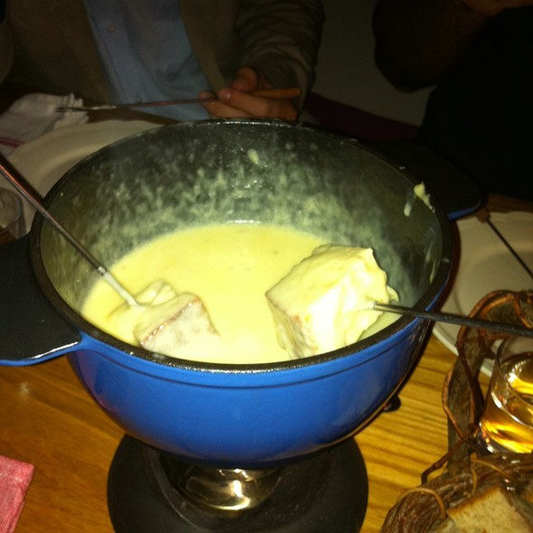 Cheese Fondue @ Shvejts