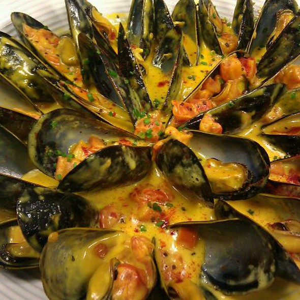 Mussels with tomatoes and saffron-chardonnay cream @ Flanagan's Wine Review