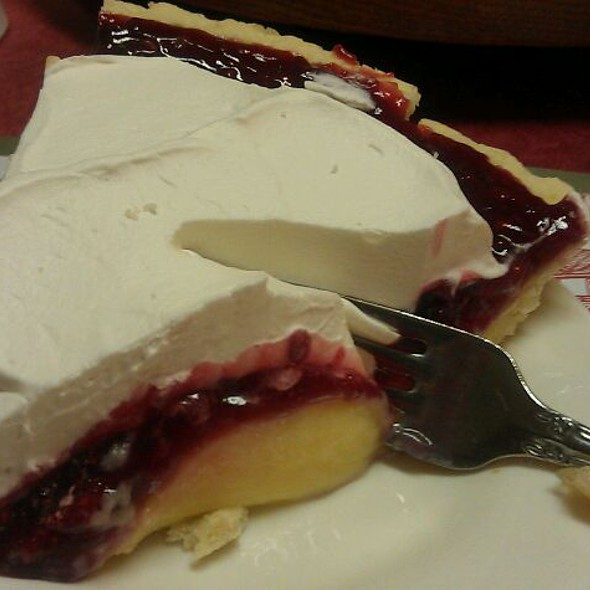 Raspberry Creme Pie @ Das Dutchman Essenhaus