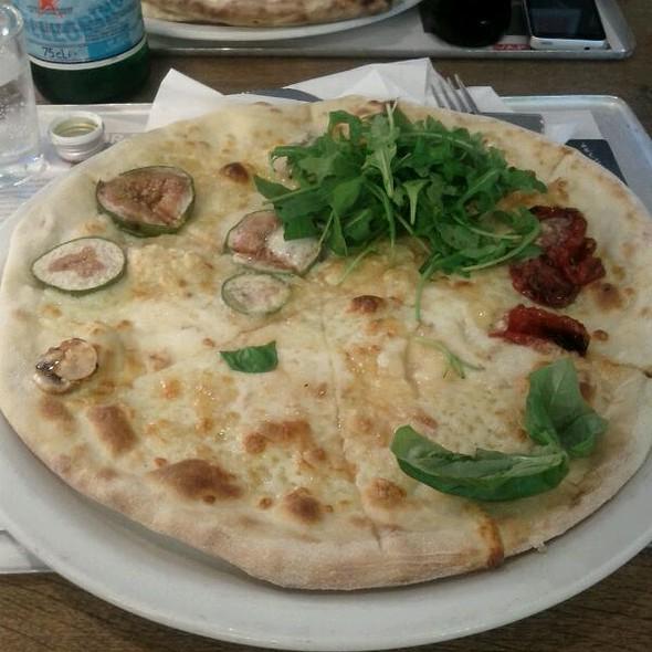 Pizza @ Vapanio