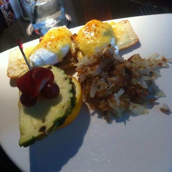 Pancetta & Peppered Havarti Eggs Benedict @ Moxies Classic Grill
