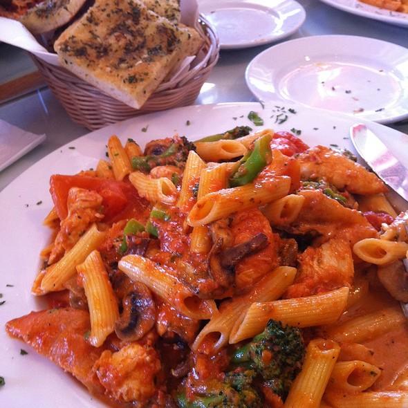 St Mels Pasta - Nicola's Kitchen, Woodland Hills, CA