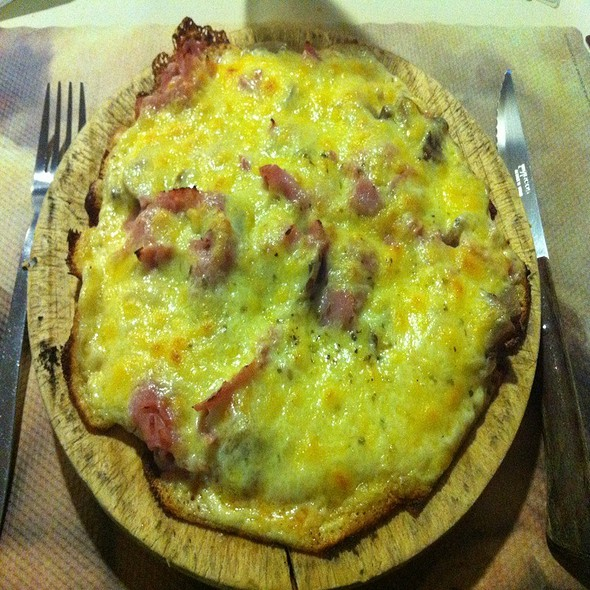 Pizza Reina @ Papareschi