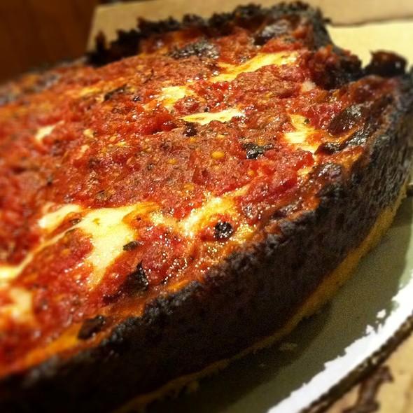 Pizza @ Pequod's Pizzeria