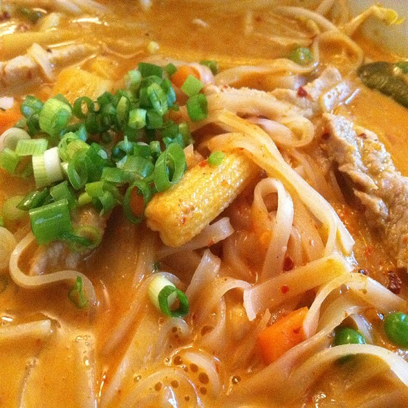 Red Curry Noodles @ Smiling Banana Leaf