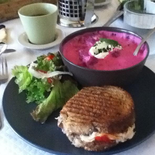 Forever Thankful Sandwich & Borscht @ That's Life Soup
