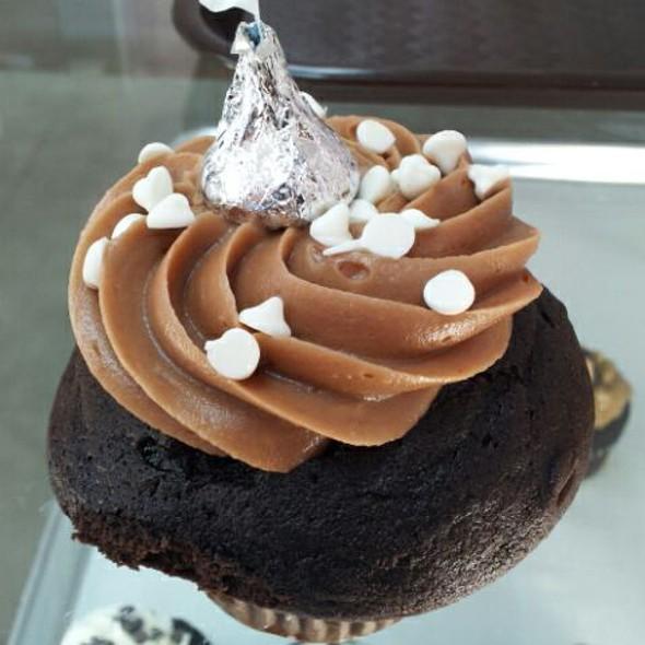 Midnight Kiss Cupcake