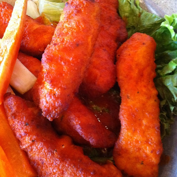 Buffalo Style Chicken Tenders @ Eveready Diner
