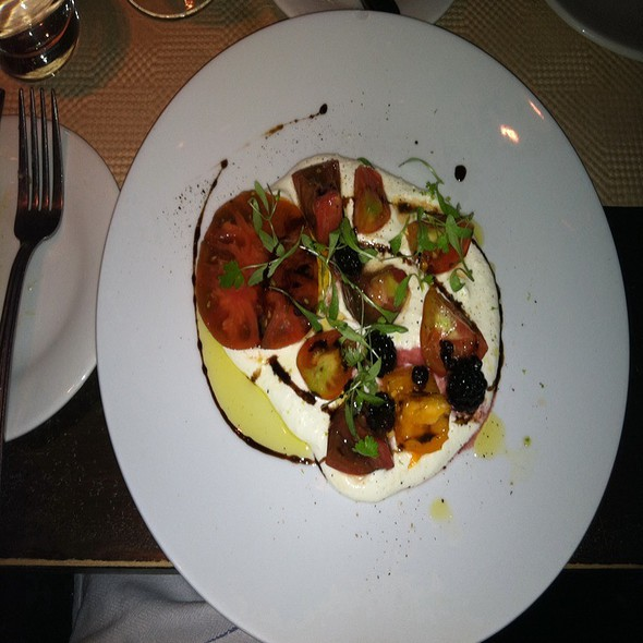 Heirloom Tomato, Arugula & Burrata Salad @ One Midtown Kitchen