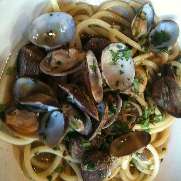 Bucatini With Clams @ Osteria Stellina