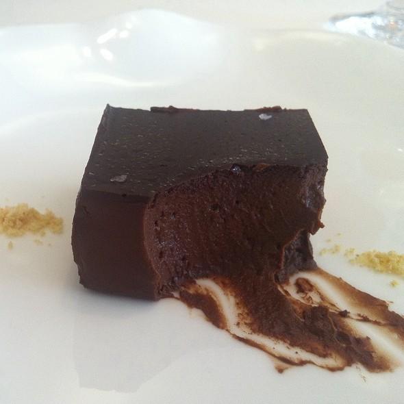 Chocolate De Venezuela Con Migas De Mazapan  @ Nerua