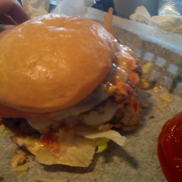 """Chubby"" Burger @ Mojo's Famous Burgers Cherrydale"