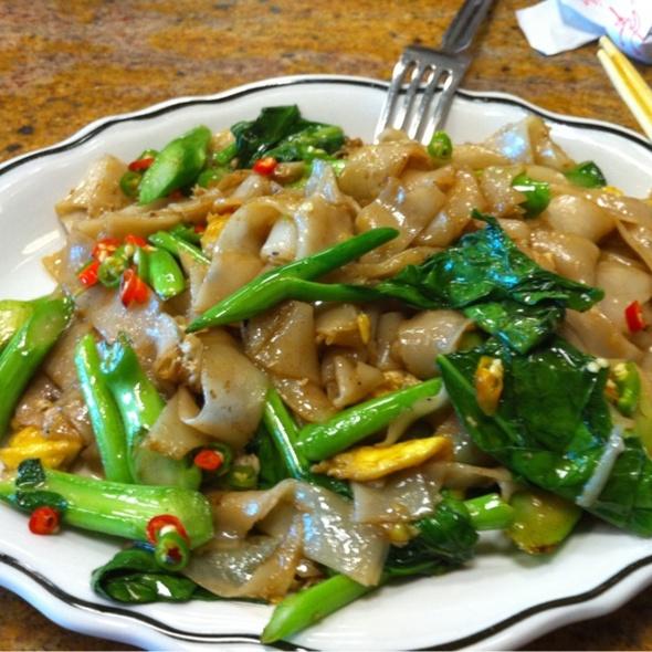 Pad See Ew @ Renu Nakorn Restaurant