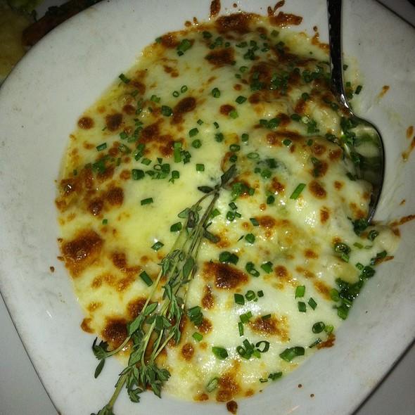 Adult Mac And Cheese @ Mala Ocean Tavern