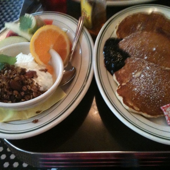 American pancakes and fresh Youghurt @ Nighthawk Diner