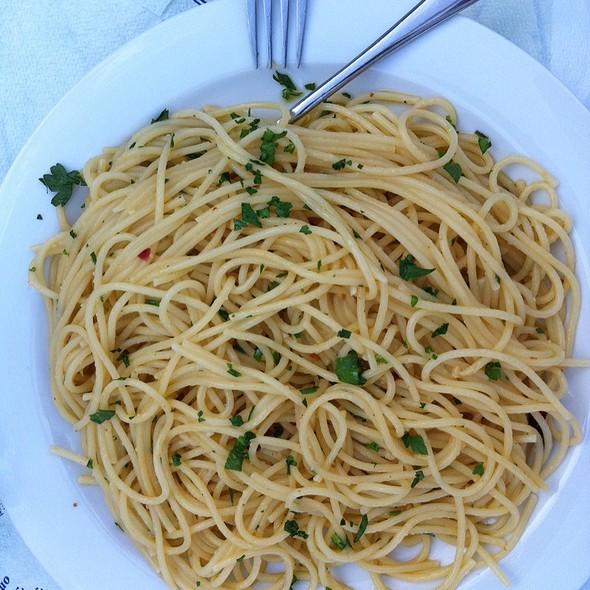 Spaghetti Alio Olio  @ Il Basilico