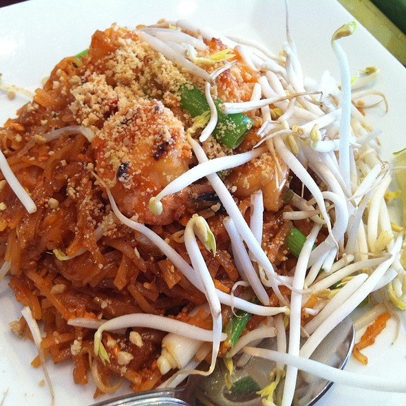 Pad Thai @ Paragon Thai Restaurant