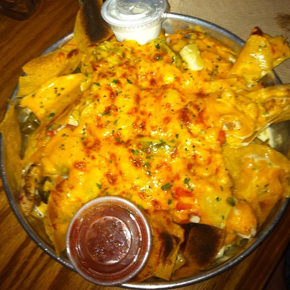 Jerk Chicken Nachos @ Lulu's At Homeport Marina