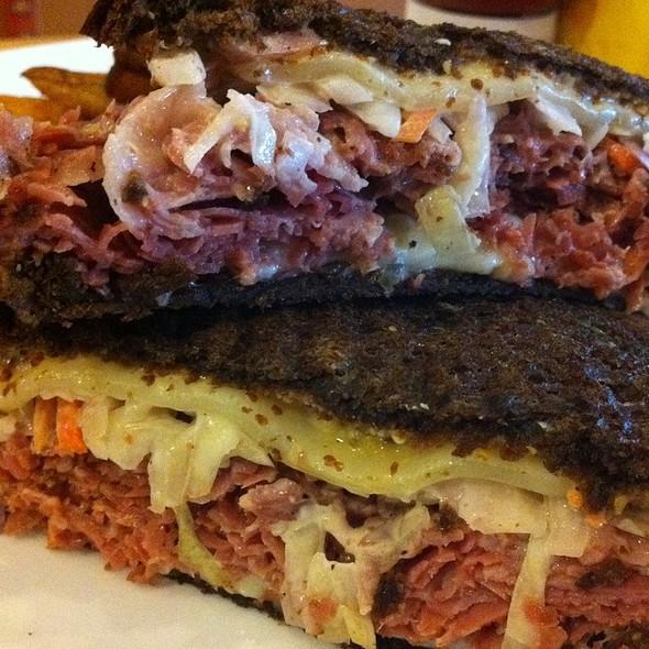 Reuben Sandwich @ Gott Gourmet café