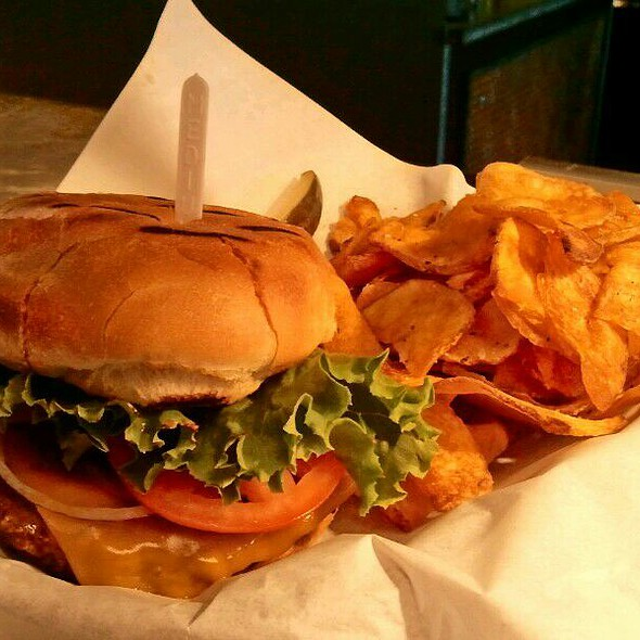 Cheddar Cheeseburger w/Homestyle Chips @ GBG @ CityView