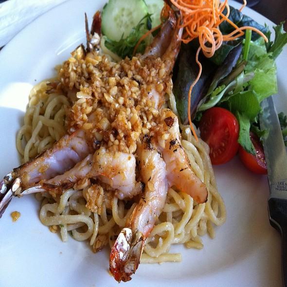 Garlic Noodles With Jumbo Prawns @ Siam Saigon