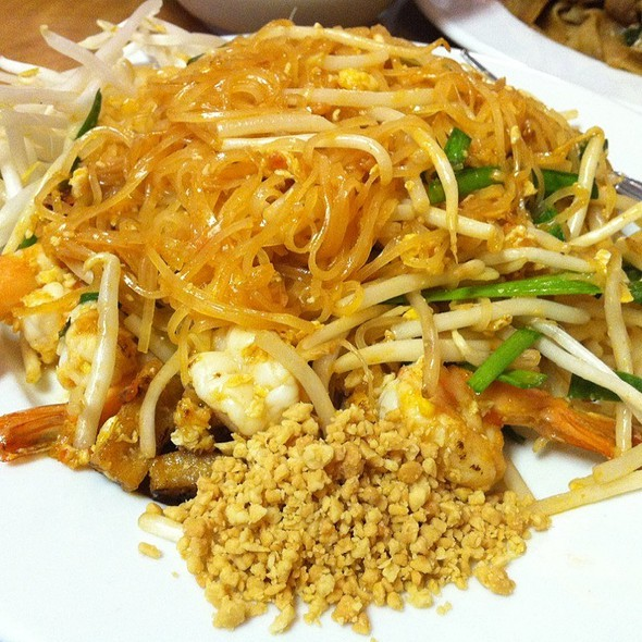shrimp pad thai @ King of Thai Noodle On Union