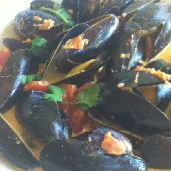 Steamed Mussels @ Simply Red Bistro at Sheldrake Point Vineyard