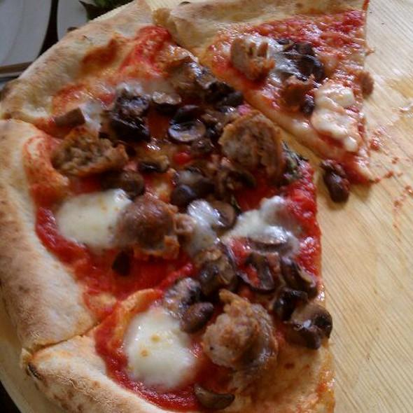 Salsiccia E Funghi Pizze @ Sapori Di Napoli