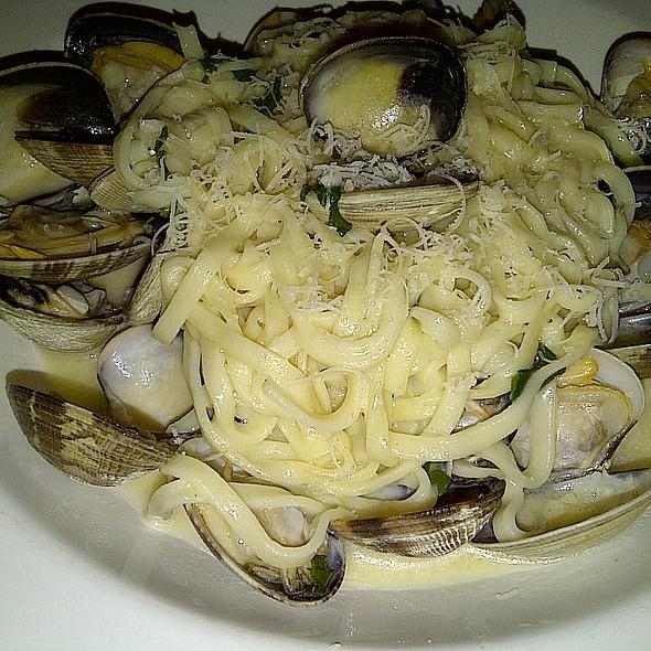 Linguini Vongole @ La Strada Italian Restaurant