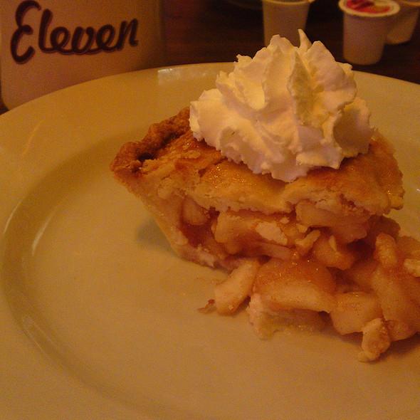 Apple Pie @ Eleven City Diner