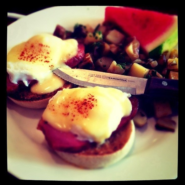 Eggs Benedict @ Meli Cafe & Juice Bar