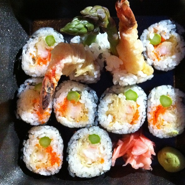 Shrimp tempura roll @ Drunken Fish